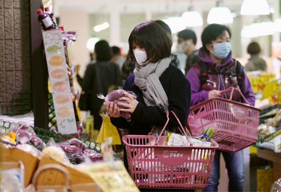 خبرنگاران بسته محرک مالی عظیم ژاپن برای مبارزه با کرونا