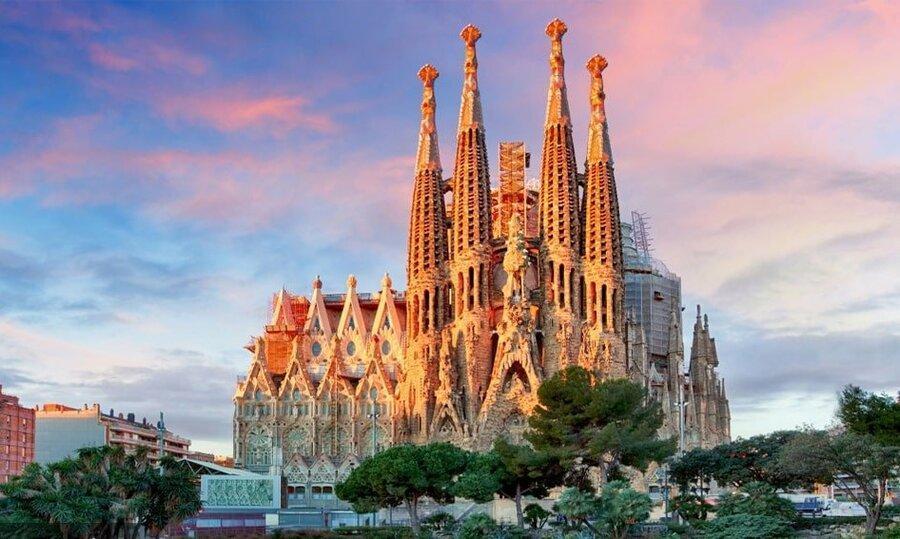 کاهش 64 درصدی گردشگری در اسپانیا به علت شیوع کرونا