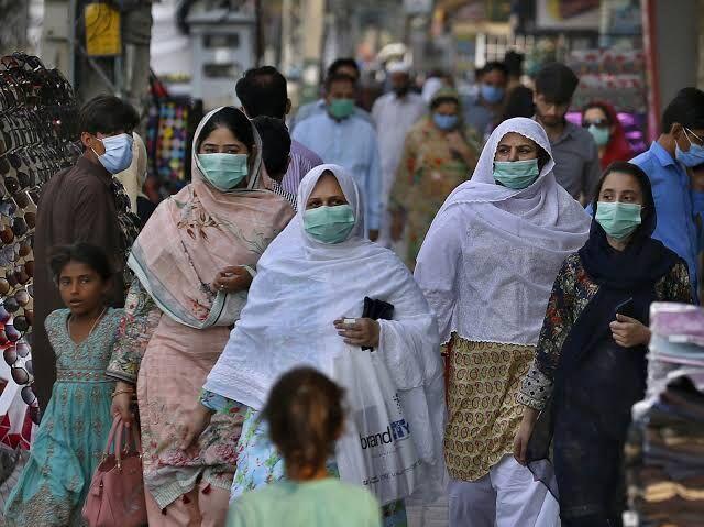 خبرنگاران هشدار کارشناسان در خصوص ابتلای 4 میلیون نفر به کرونا در پاکستان