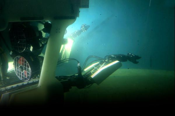 نخستین ربات زیرآبی آب های عمیق در دانشگاه صنعتی اصفهان طراحی و ساخته شد خبرنگاران