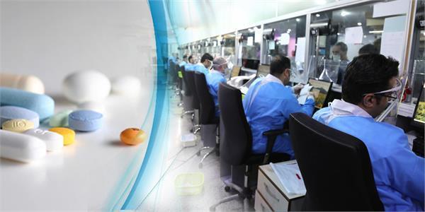 پذیرش بیش از 13 هزار نسخه دارویی در فروردین ماه 1400 در داروخانه مرکزی هلال احمر