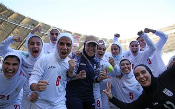 دختران تاریخ ساز فوتبال به ایران برگشتند